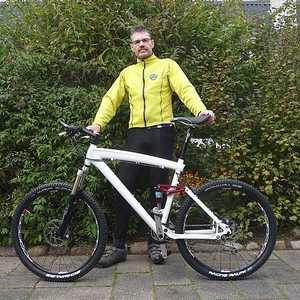 finn-paa-bmw-mountainbike
